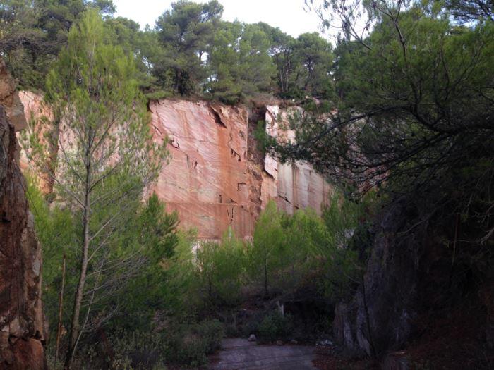 Paysage Audois marbre rouge caunes minervois